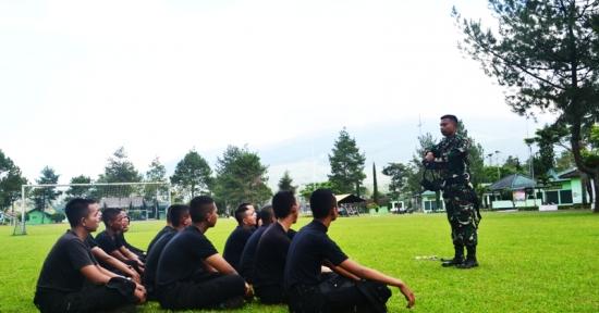 Menwa Batalyon XI/UPI Latih Korps Polisi Taruna