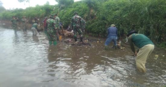Dan Satgas 21 Citarum Harum, Apresiasi Langkah Dan Subsektor 04 dan Tim Gober, Bersihkan Sungai Cidurian Kab. Bandung