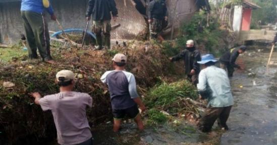 Satgas Citarum Harum Sektor 21- 02 Giat Rutin di Sungai Citarik Dan Cikeruh