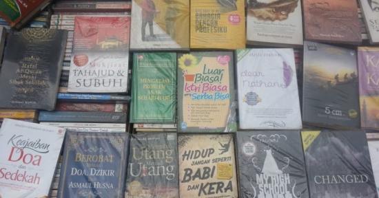 Lapak Buku Bekas 'Destik' – Era Digital Datang, Surutlah Minat Baca ! (1)