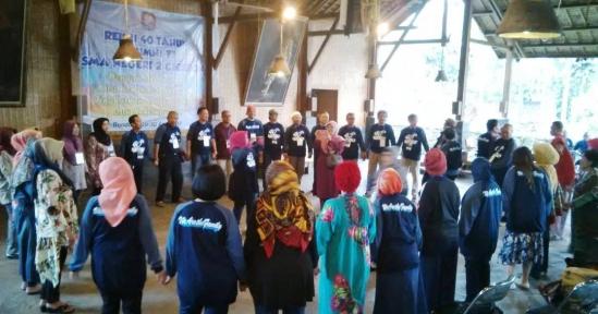 Reuni 40 Tahun SMAN 2 Cirebon di Alam Santosa – Pererat Silaturahmi