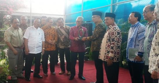 Ridwan Kamil & Uu Bubarkan TOS Jabar Juara, Erry Riyana Hardjapamekas - Libatkan Warga untuk Pengawasan